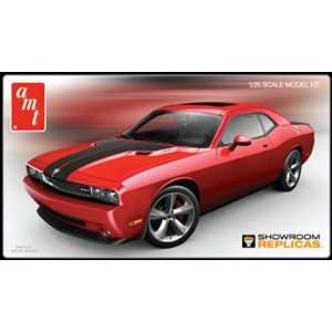 AMT 1/25 2010 Dodge Challenger SRT8 Car Model Kit Toys
